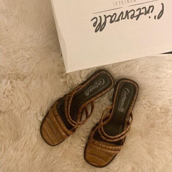 L'intervalle sandals size 38